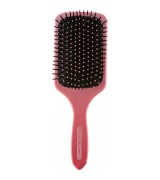 Aktion - Paul Mitchell Pink Out Loud Paddle Brush mit Frau